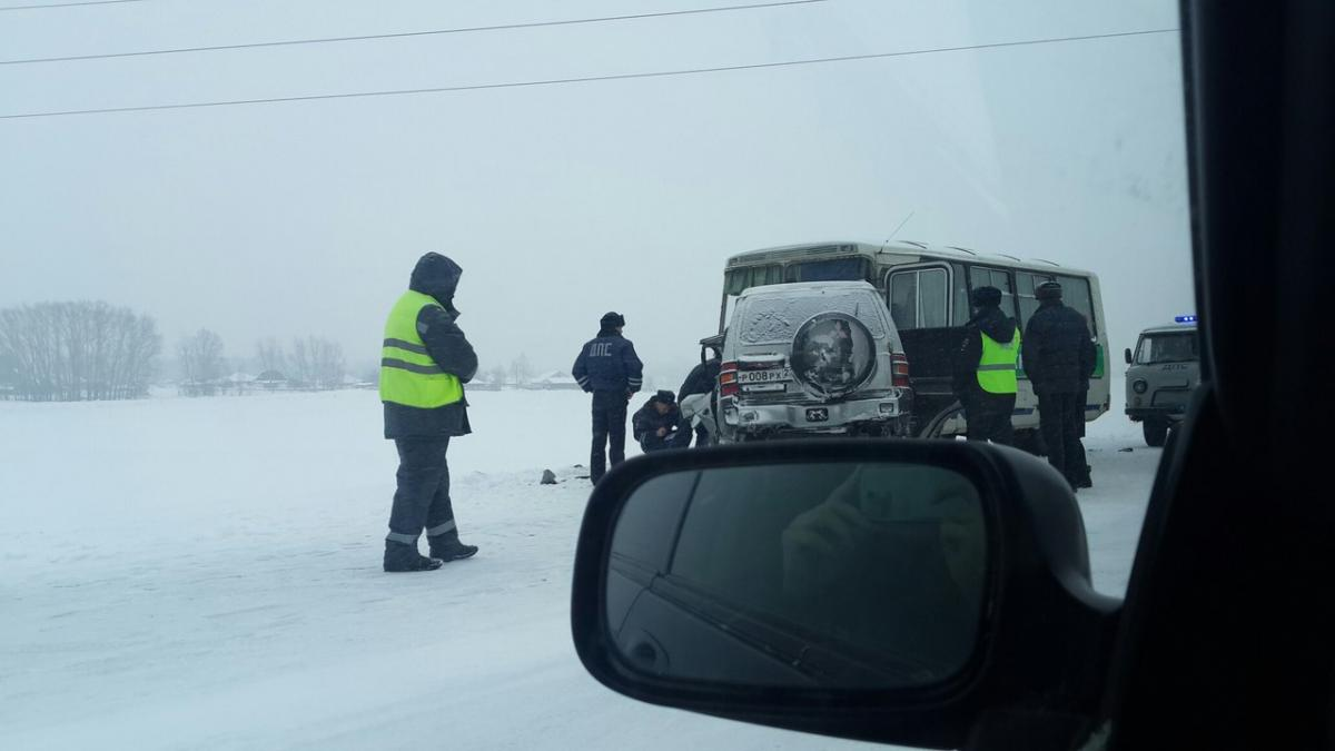 Столкновение легкового автомобиля и автобуса ПАЗ